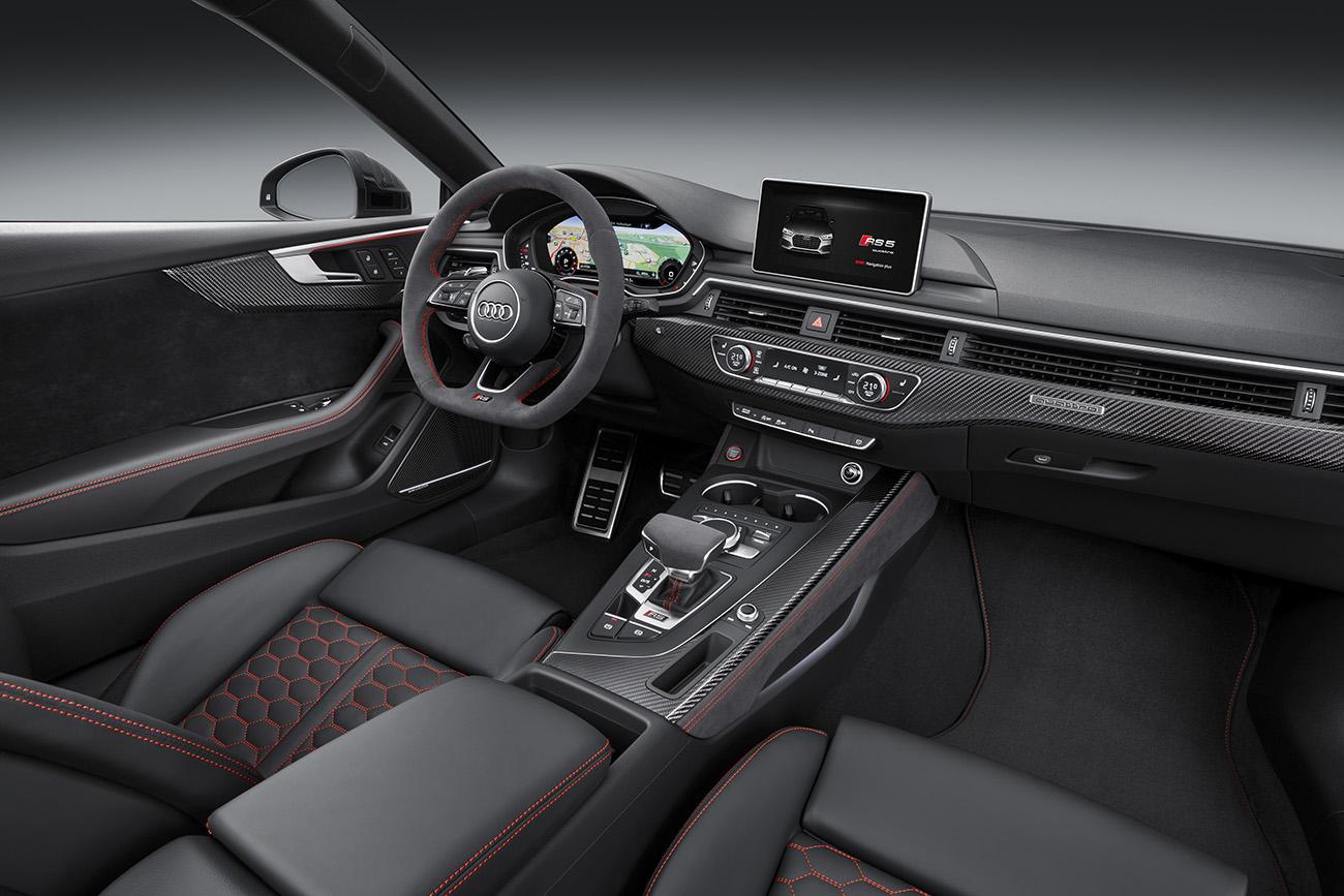 Painel é dominado pelo Virtual Cockpit, padrão nos Audi mais luxuosos