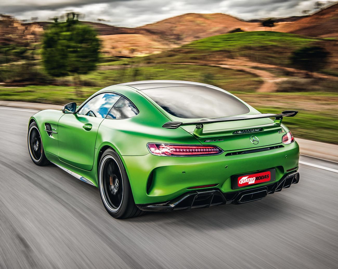 Elementos ativos na aerodinâmica mantêm o AMG GT R em seu devido lugar: no asfalto