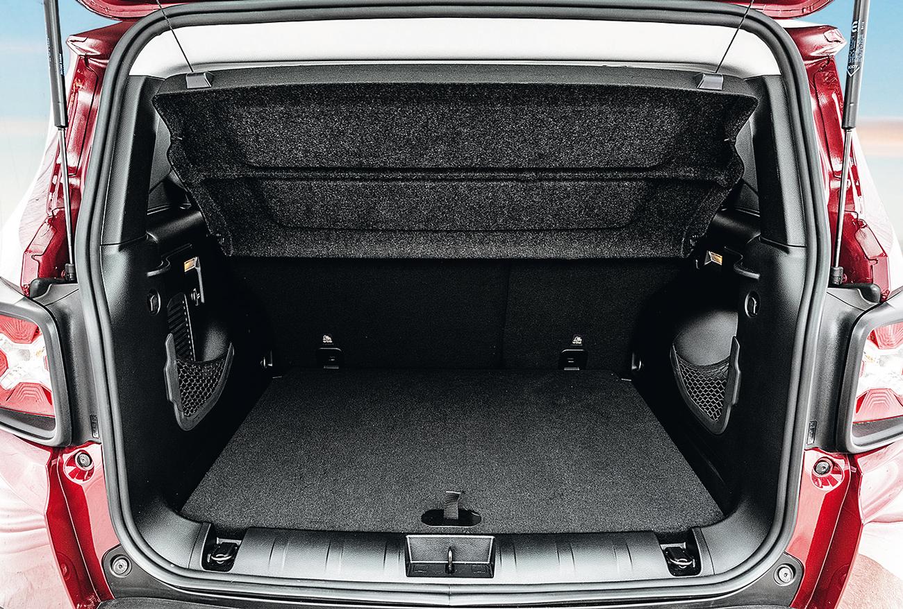O porta-malas com apenas 273 litros é o menor do comparativo