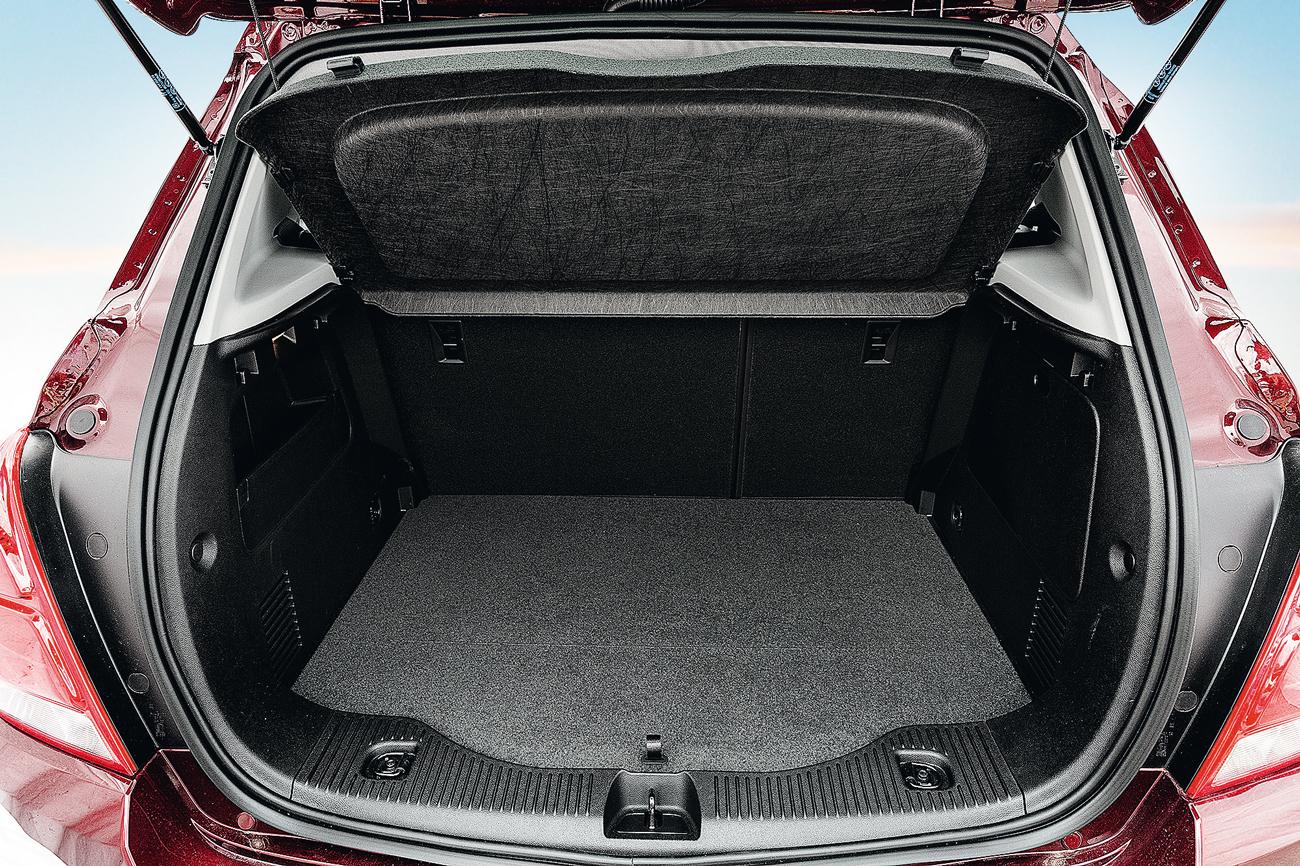 Porta-malas tem 306 litros de capacidade