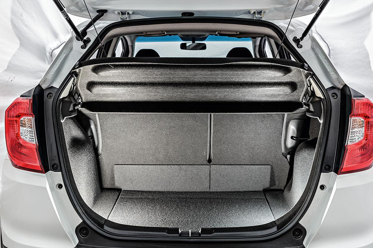 Porta-malas tem capacidade para 363 litros, mas pode ser bastante ampliado com o rebatimento modular dos bancos
