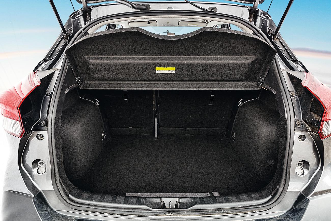 O porta-malas de 432 litros é um dos maiores da categoria