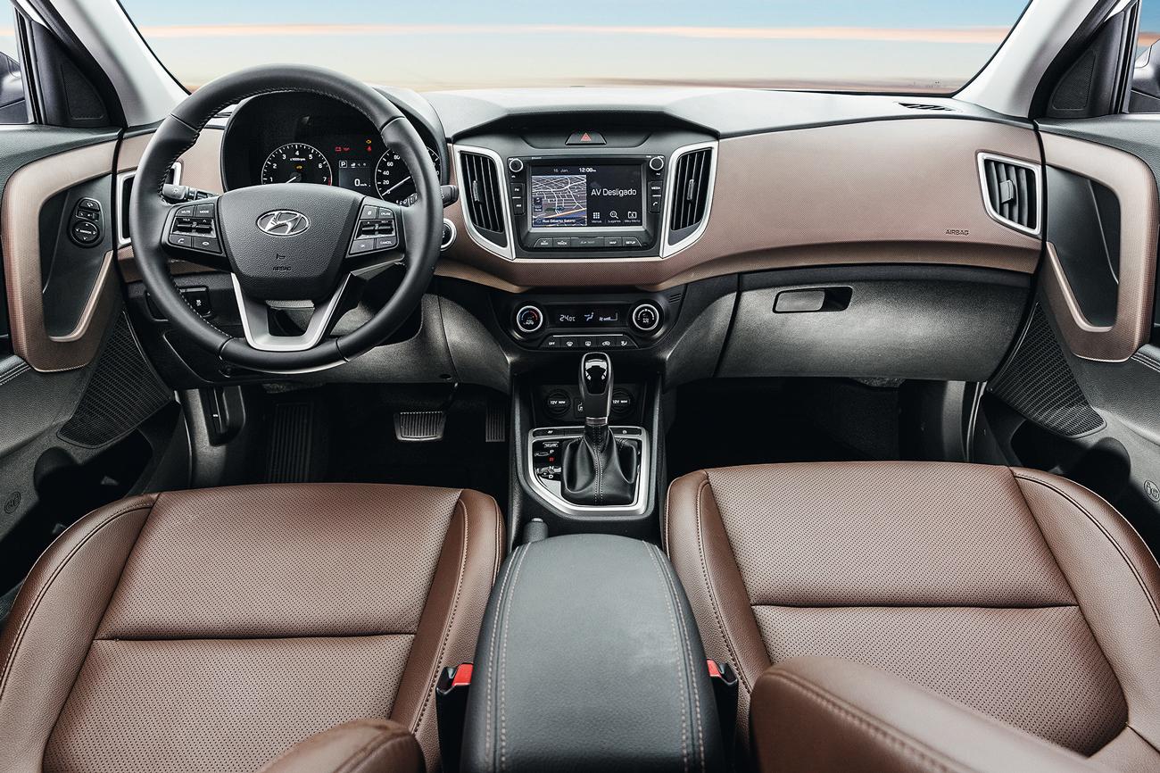 Versão Prestige oferece interior bicolor, couro, multimídia e volante multifuncional