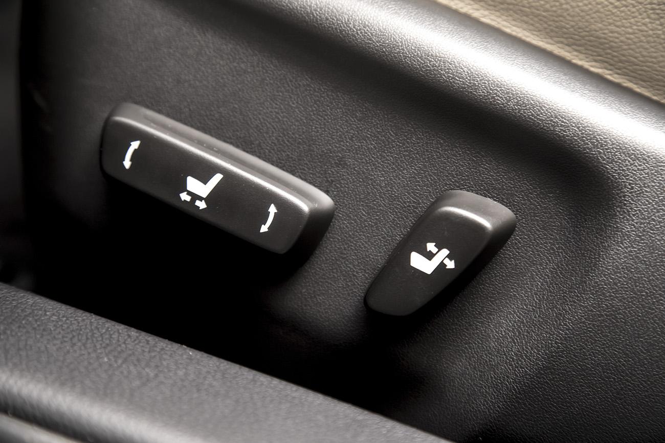 Altis traz ajustes elétricos para o banco do motorista