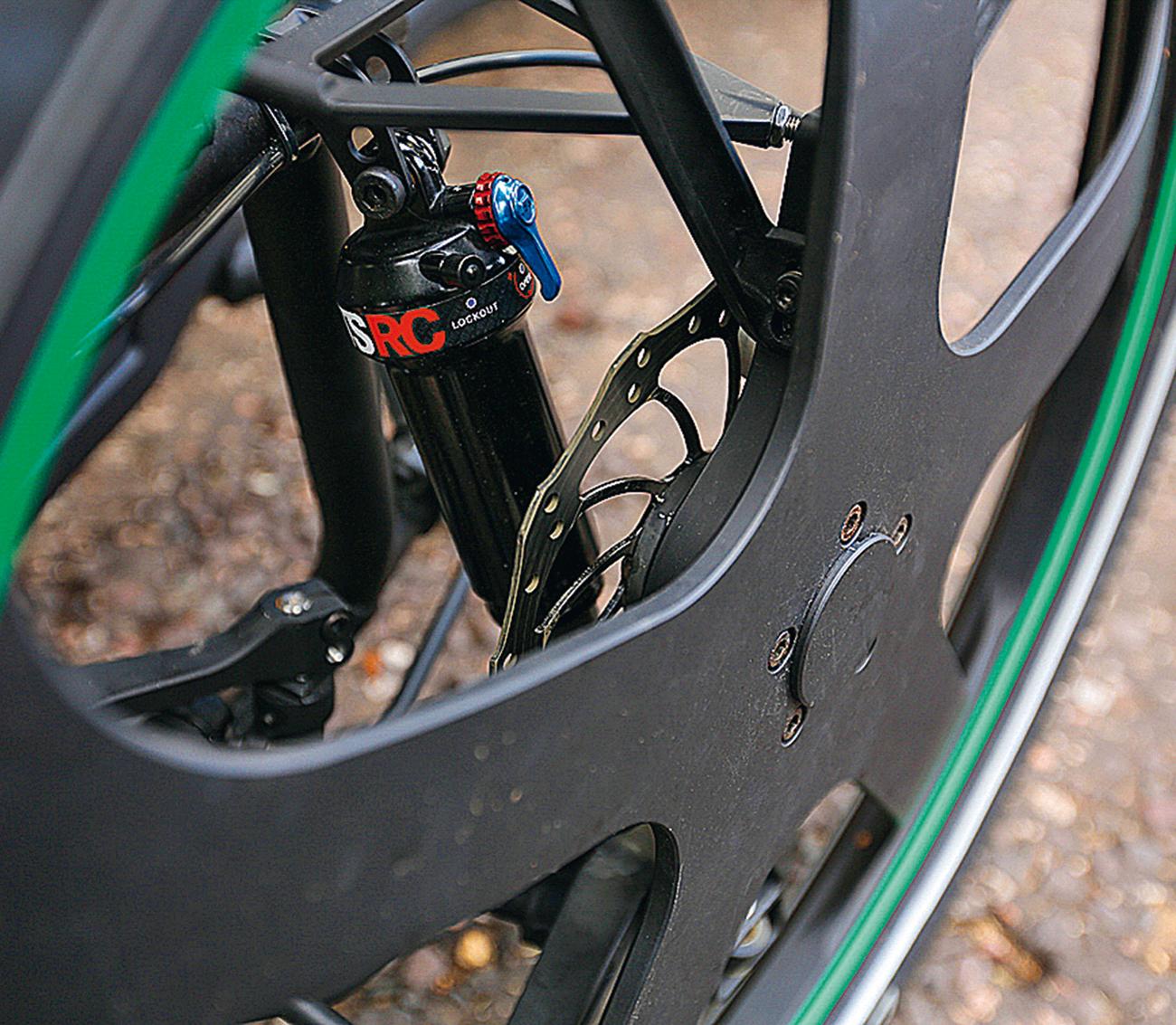 O quadriciclo é equipado com freios a disco