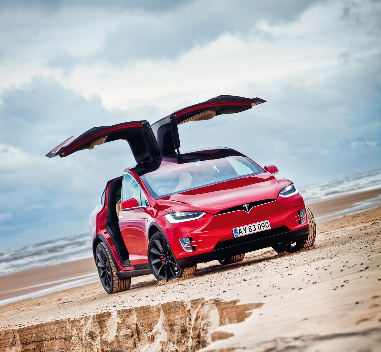 A Tesla chama as portas de asas de falcão