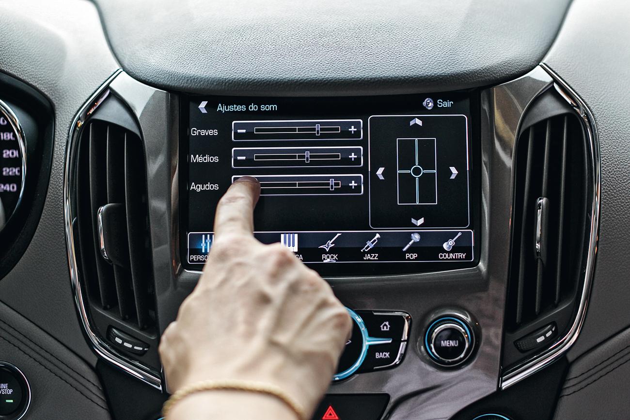 Distribuição sonora elogiável, e rádio com menu intuitivo