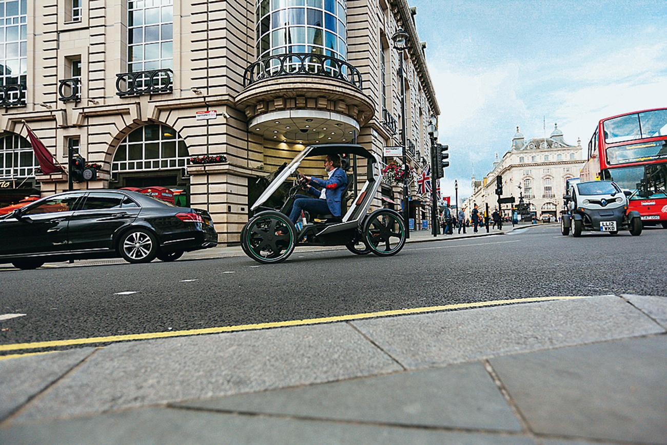 Nas ruas, ele divide o asfalto com os carros