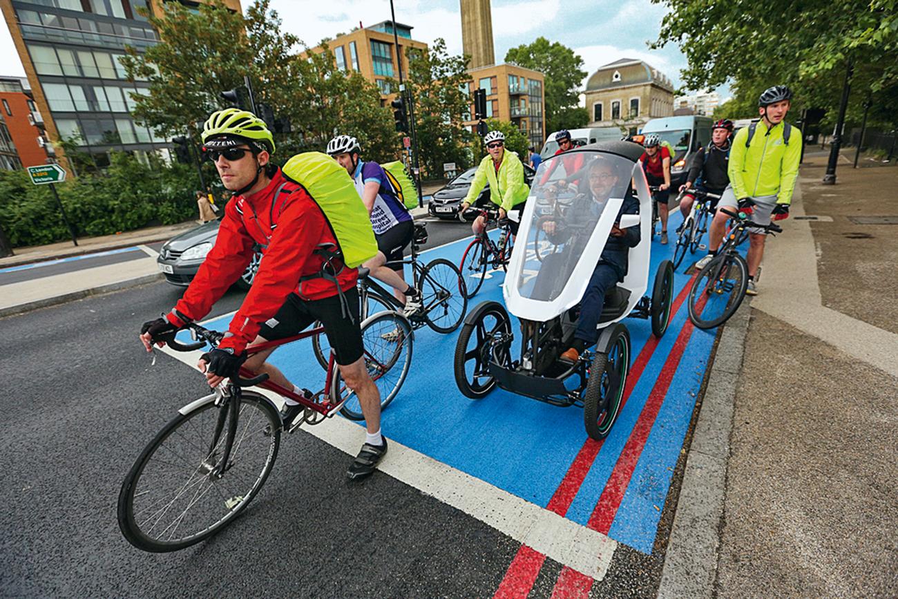 Quem disse que na ciclovia só pode andar bicicleta?