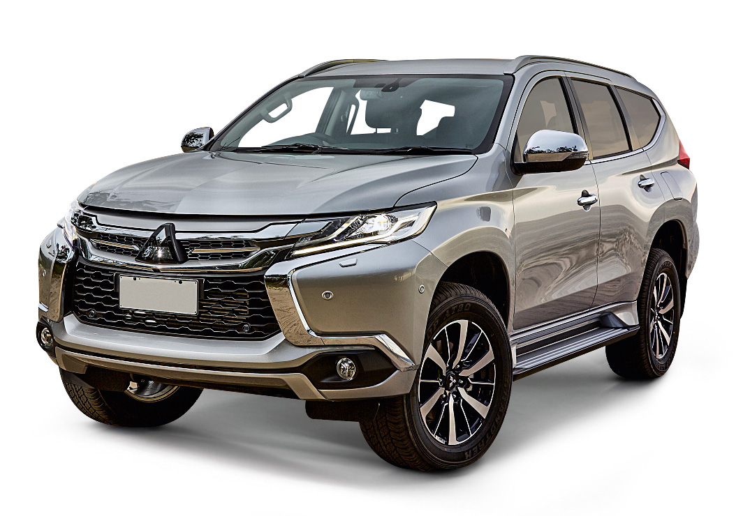A dianteira segue o estilo de outros SUVs da marca, como o Outlander