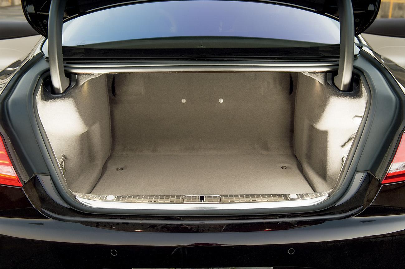 Pora-malas: abertura elétrica, acesso fácil e impressioantes 530 litros
