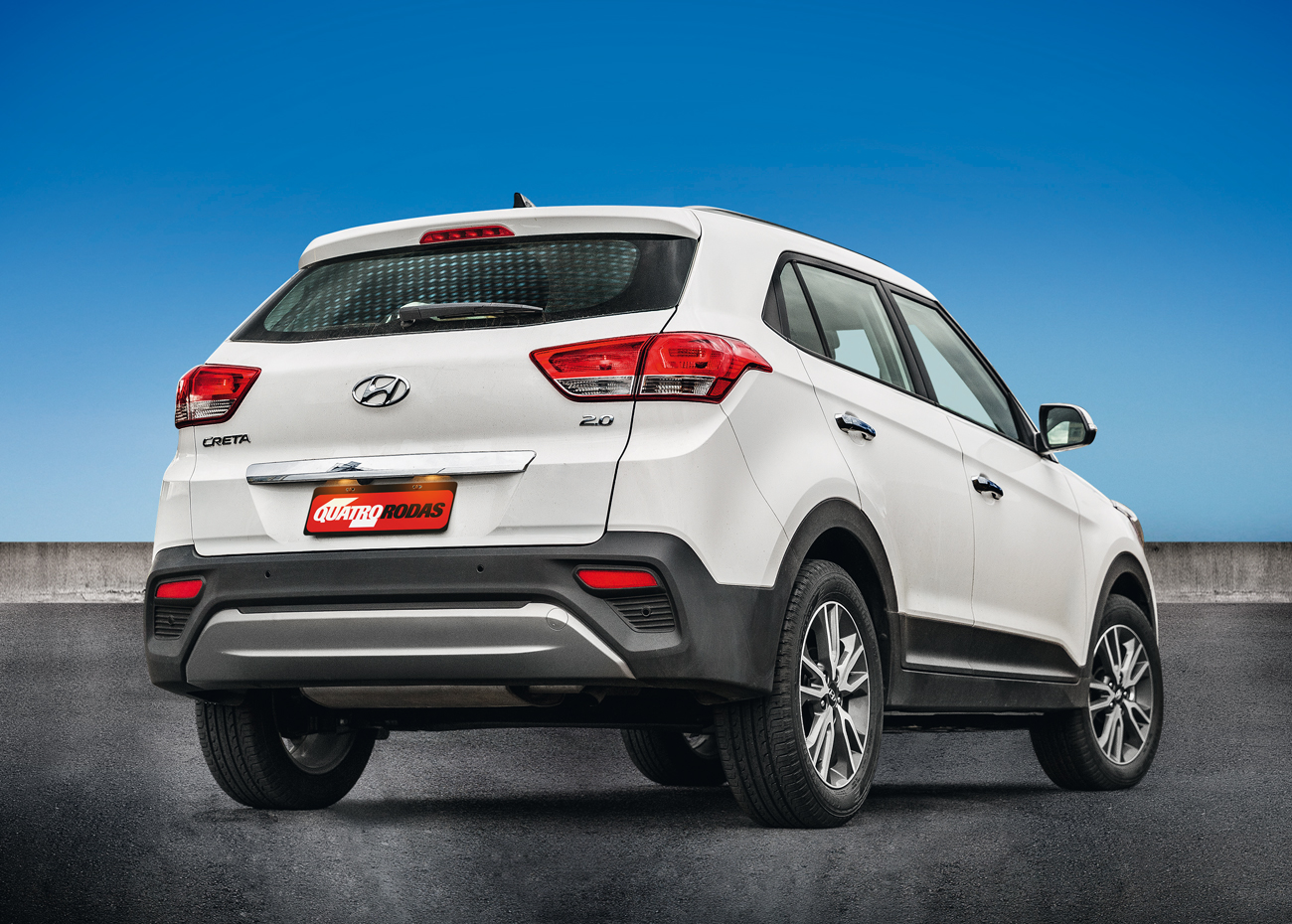 Traseira remete aos SUVs maiores da Hyundai