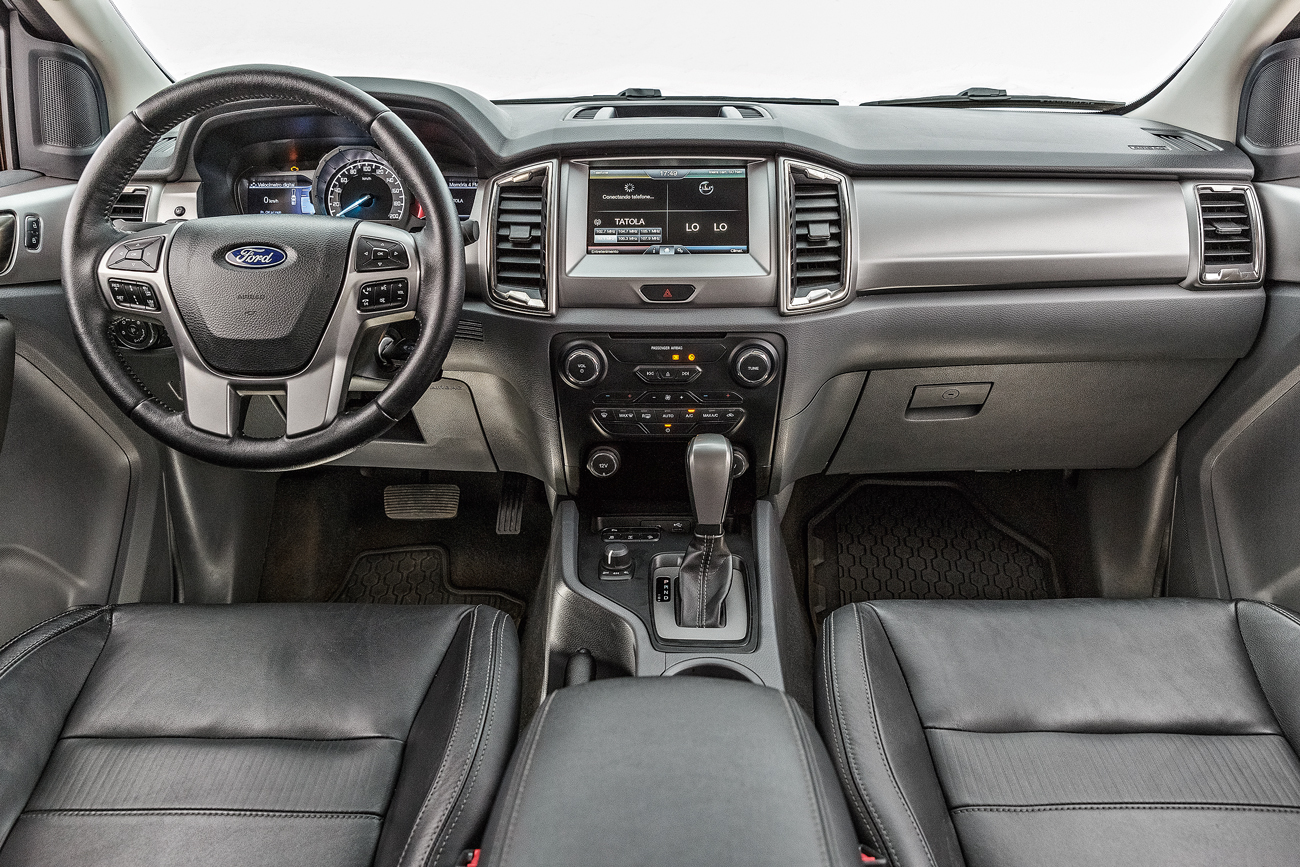 Não tem acesso sem chave nem partida por botão, como a Chevrolet S10