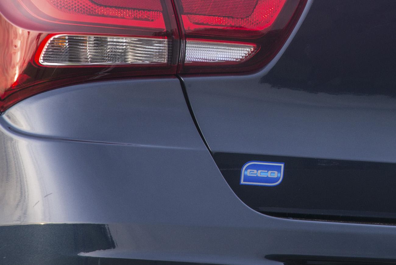 Linha 2017 do Cobalt traz a inscrição Eco na traseira