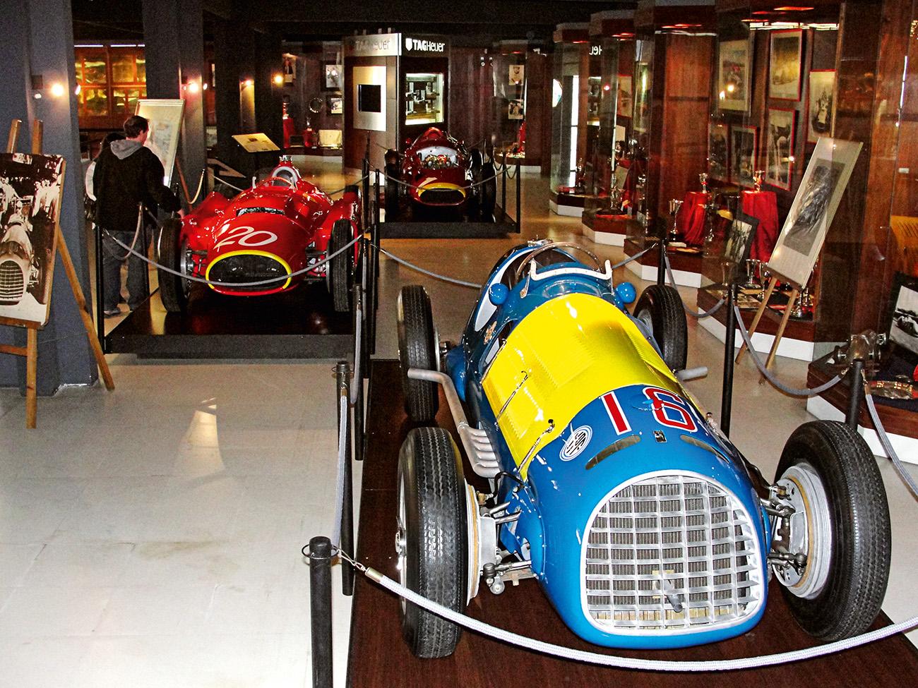 Trio vitorioso: Ferrari (azul), Lancia-Ferrari e Maserati