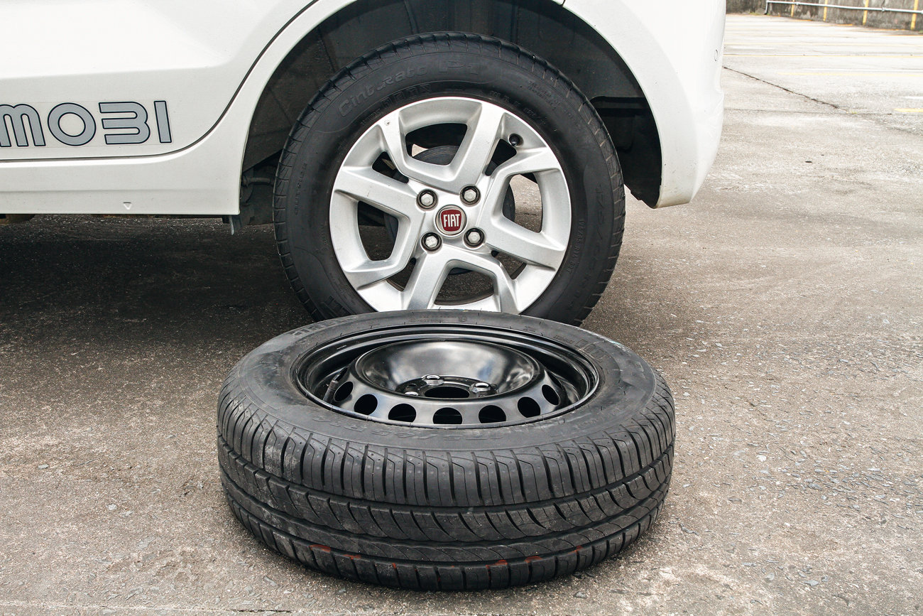 Mobi: roda = 13,7 kg / estepe = 12,6 kg