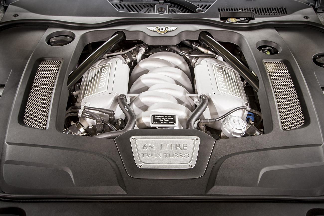 Motor V8 é antigo, mas ainda impressiona