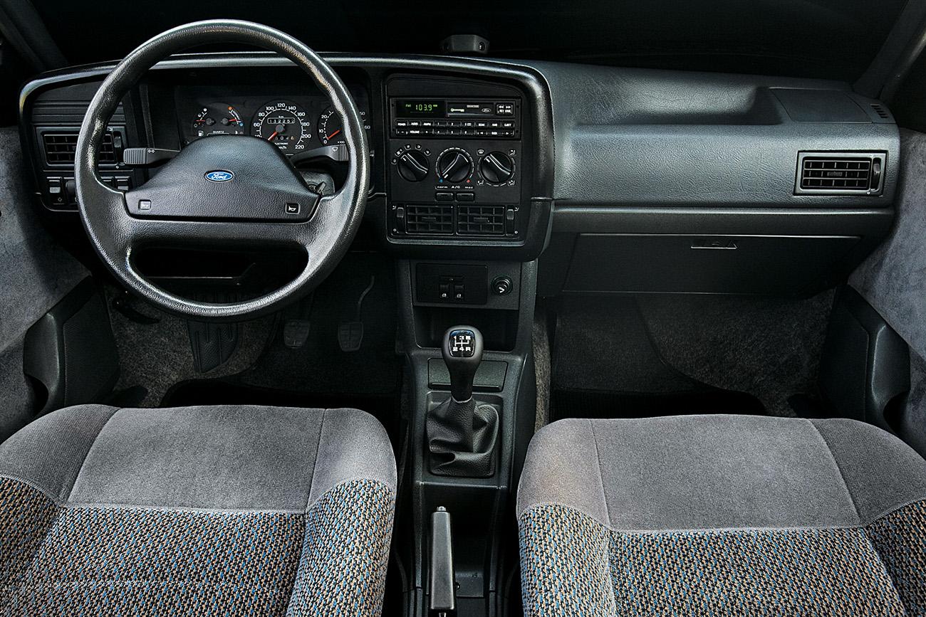 Versão Ghia tinha ar-condicionado, direção hidráulica e vidros e travas elétricos