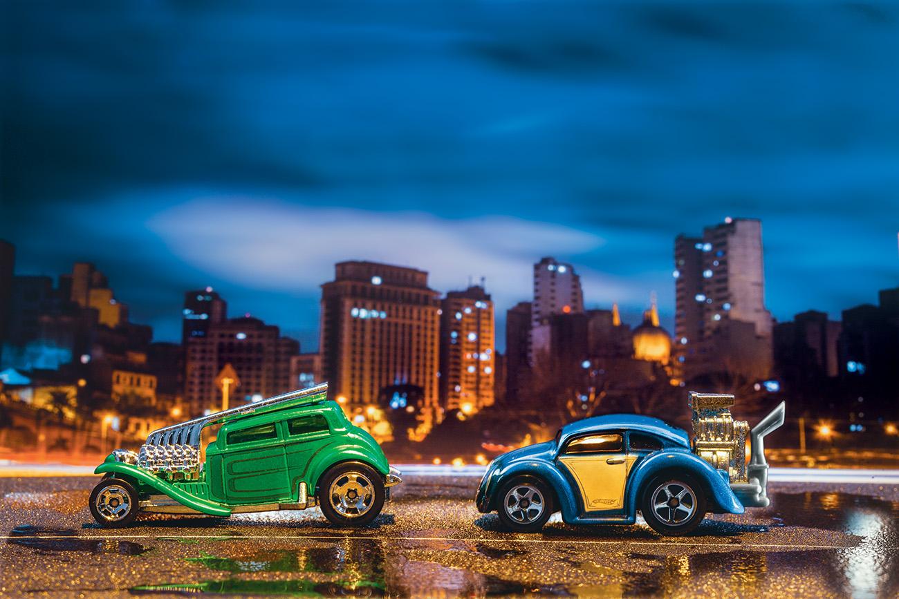 Straight Pipes (esq) e Beetle, de 2010, têm motor despropocional em nome da arte
