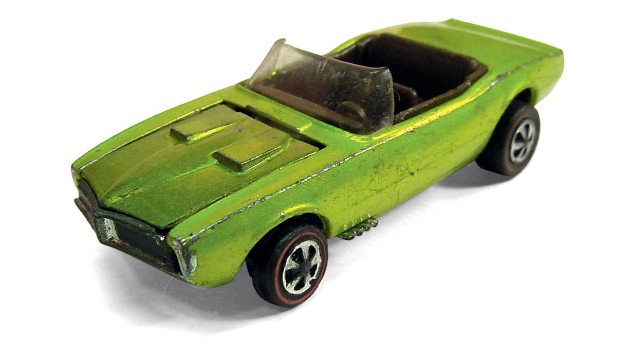A linha de estreia, em 1969, contava com o Pontiac Firebird conversível