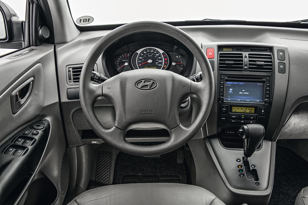 Com interior todo cinza e iluminação verde, Hyundai Tucson lembra como eram os carros americanos no início do século