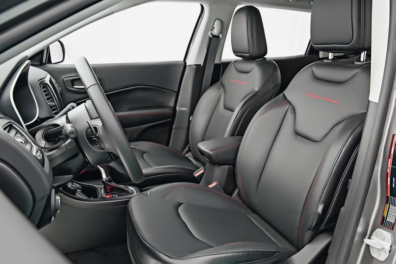 Versão Trailhawk tem airbag de joelho para o motorista