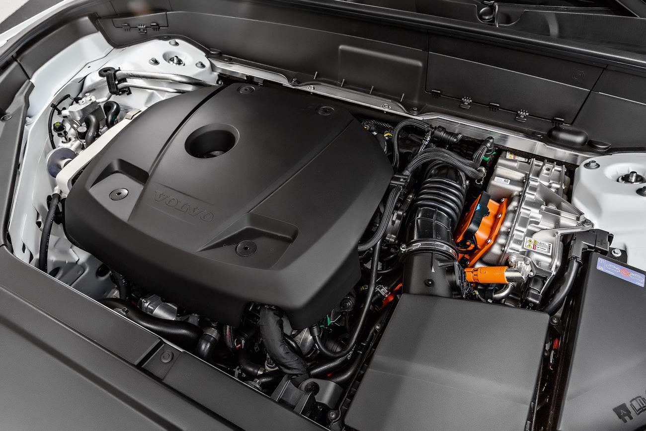 Motor a combustão de 320 cv é o mesmo da versão T6