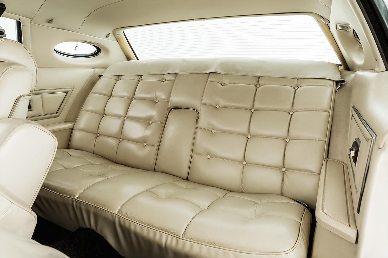 Extremamente luxuoso, assento traseiro era quase um sofá