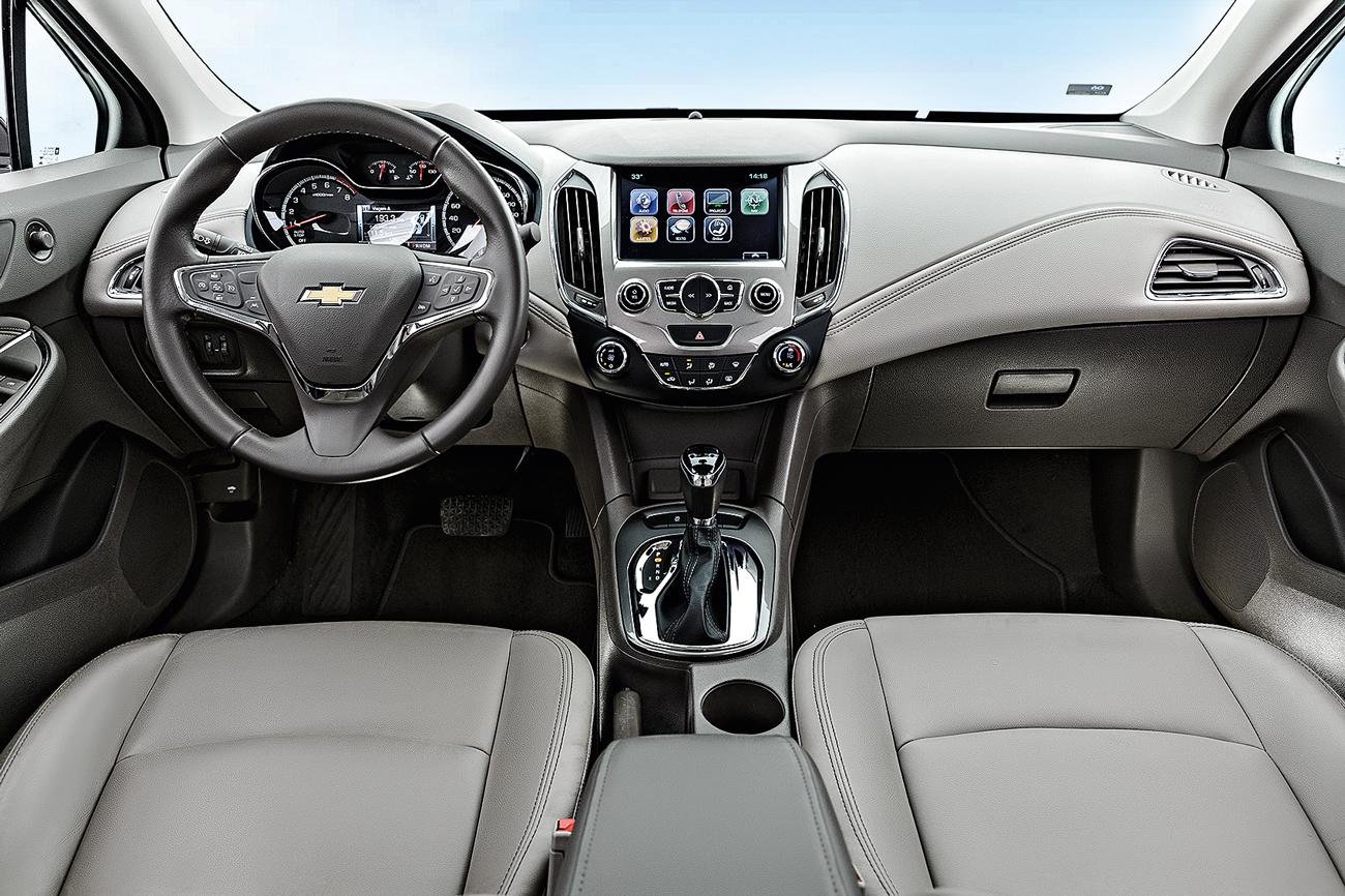 Entre os principais equipamentos estão a multimídia de 7 polegadas com Android Auto e Apple Car Play e o start-stop