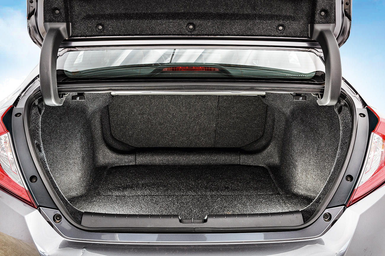 O sedan oferece o maior porta-malas: 519 litros