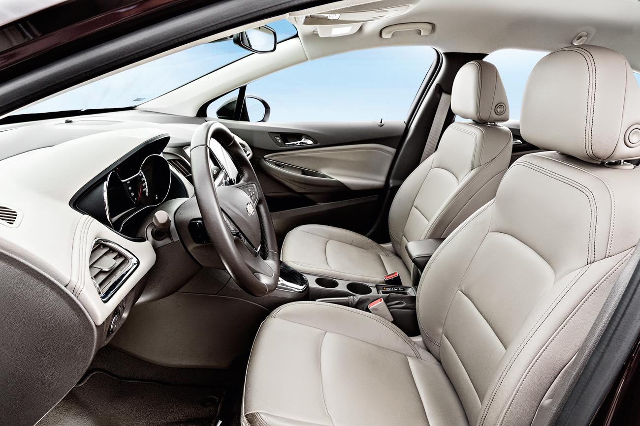 Além dos airbags frontais, o Cruze oferece os laterais e de cortina na lista de equipamentos
