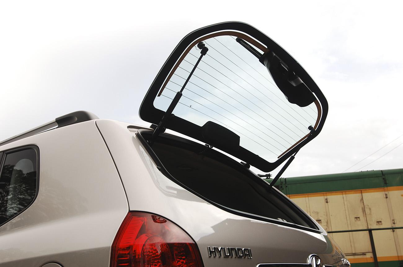 Vidro traseiro basculante dá acesso ao porta-malas
