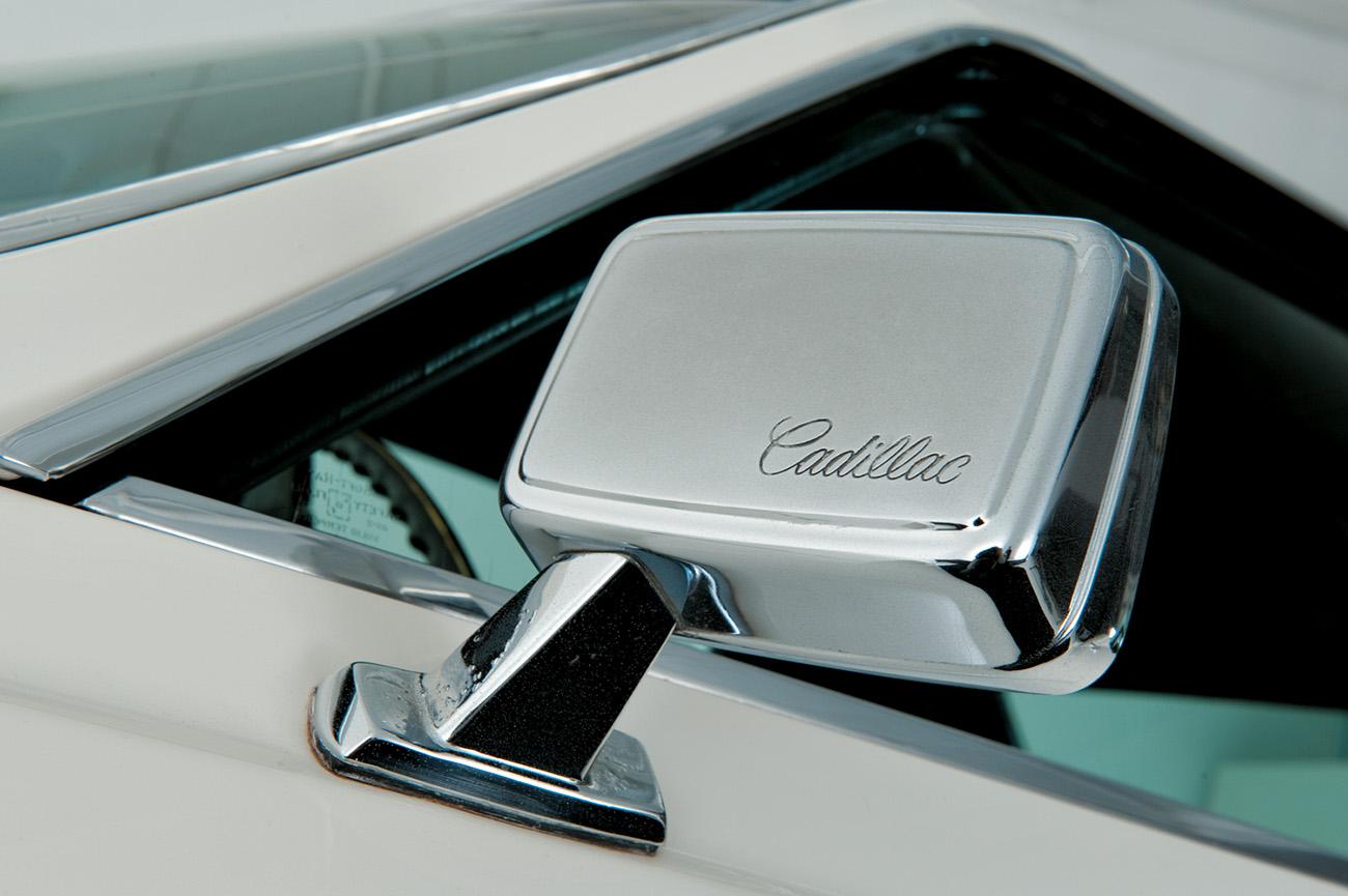 Nome Cadillac estava em toda a parte - até nos retrovisores