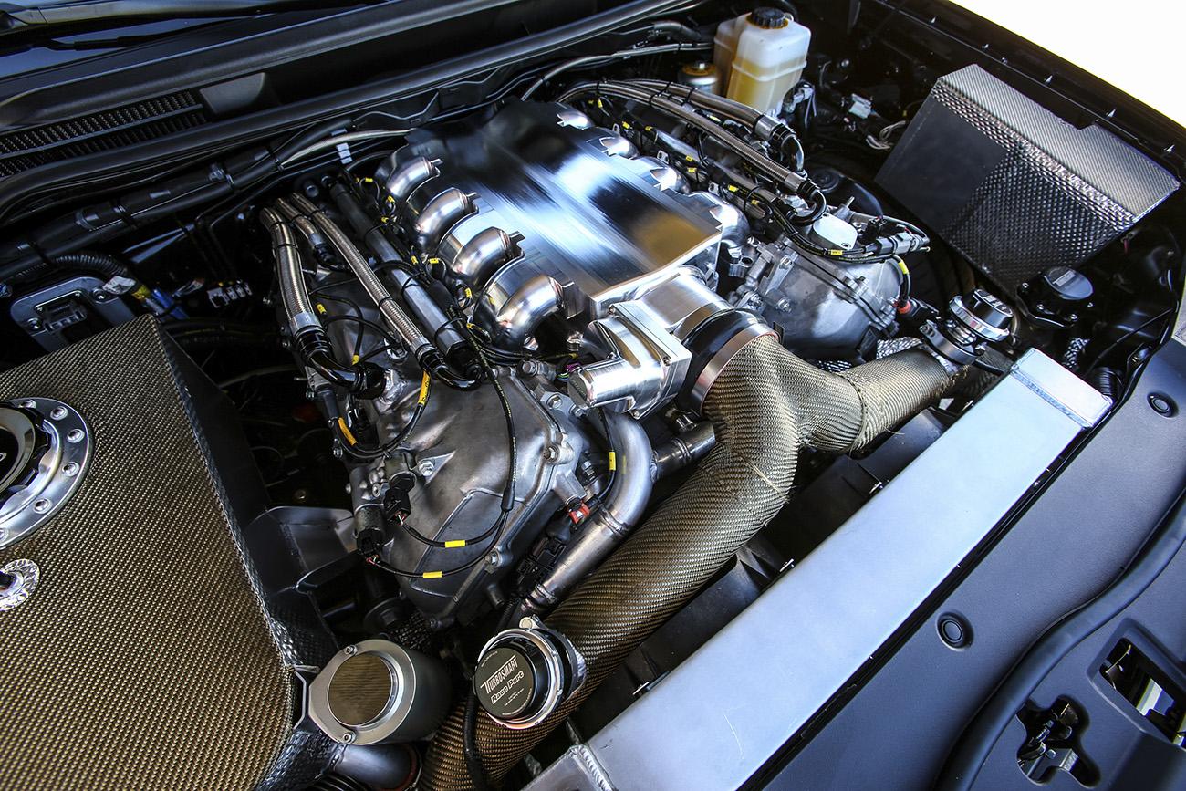 O motor V8 de 5,7 litros ganhou dois turbos e ultrapassa os 2.000 cv!