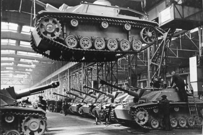 Linha de produção de tanques alemães na Segunda Guerra