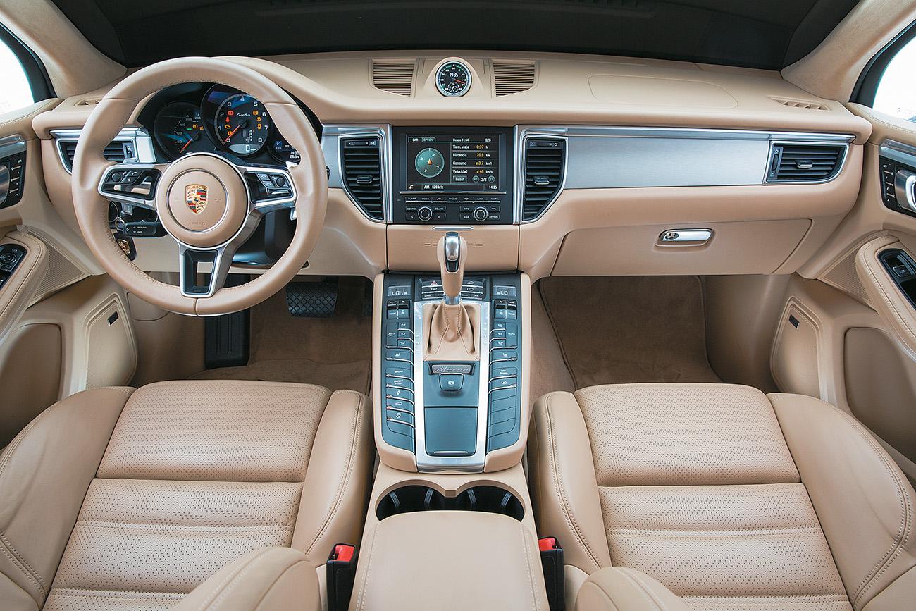 Nada menos que 96 botões estão disponíveis para o motorista