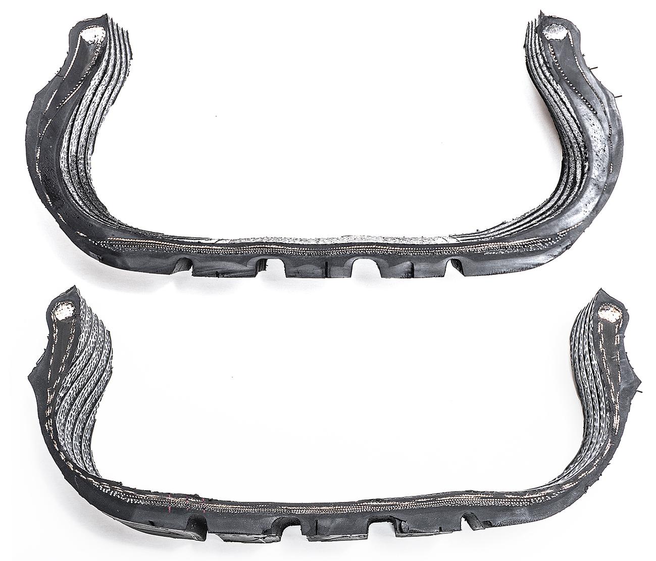 Corte transversal em pneu convencional e Run Flat mostra as diferenças na estrutura. O de cima, Run Flat, tem mais camadas de borracha de diferentes densidades nos flancos e ombros (encontro entre a banda de rodagem e a lateral)