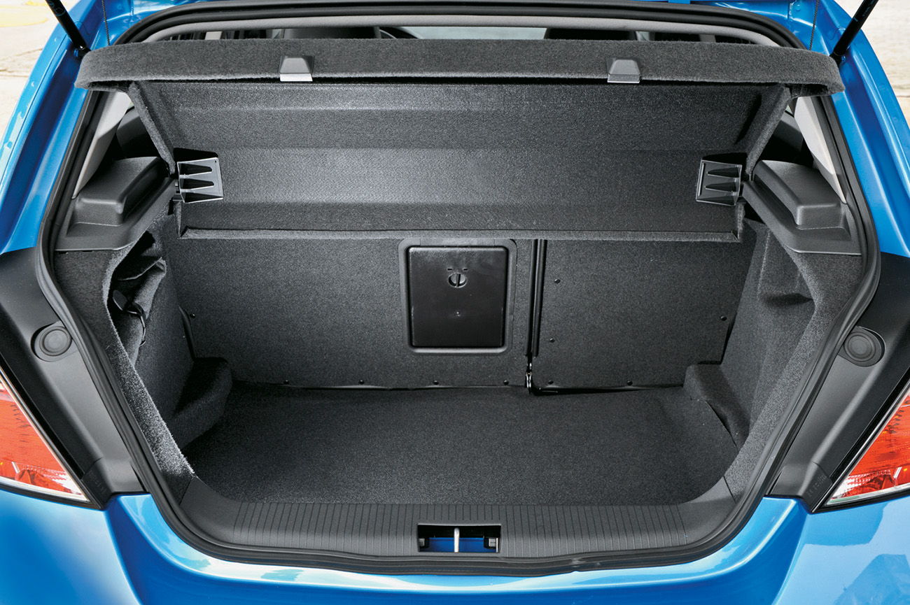 Porta-malas comporta 345 litros
