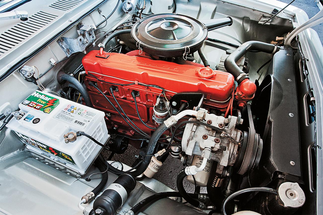 Motor 4.1 produzia 148 cv; em 1976, passou para 171 cv com a opção 250-S