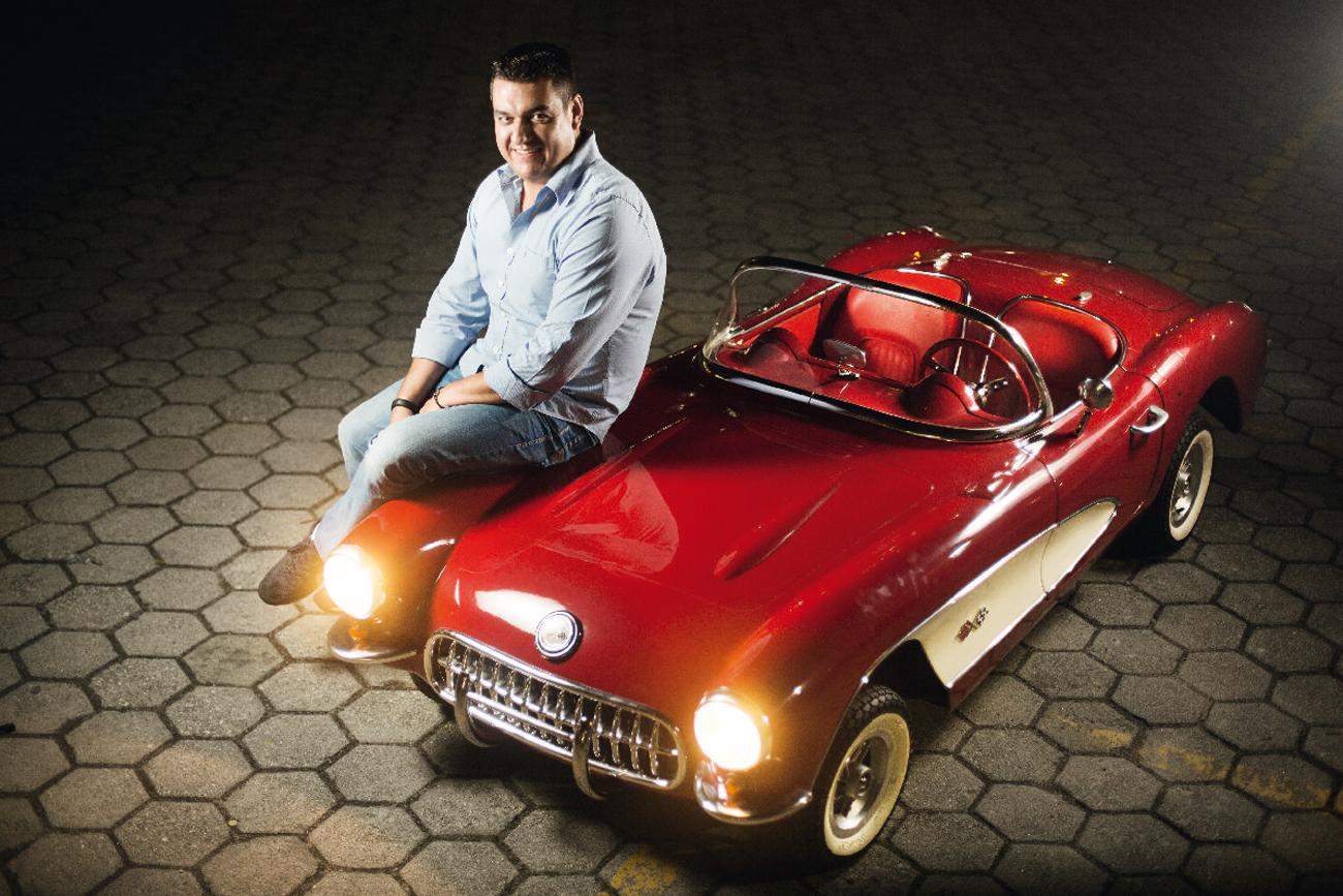 Mini-Corvette de Ponce conta com volante de fibra de carbono e interior cromado
