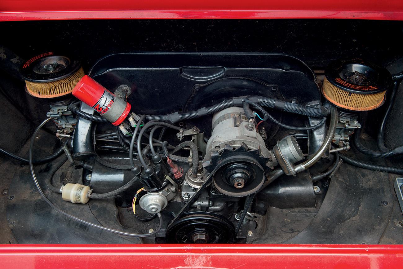 O motor era o tradicional VW a ar aumentado para 1,7 litro