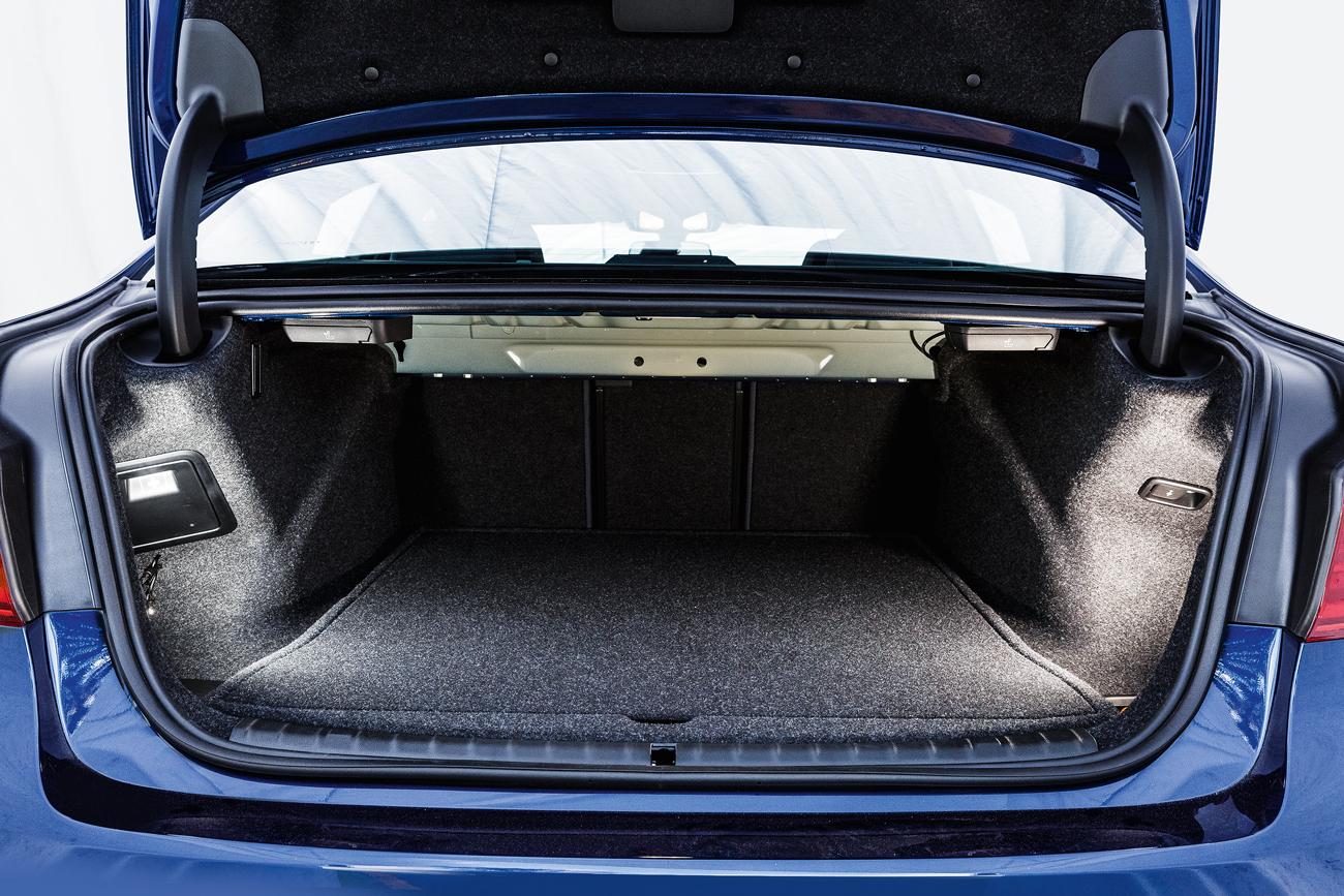 O porta-malas conta com 530 litros de capacidade