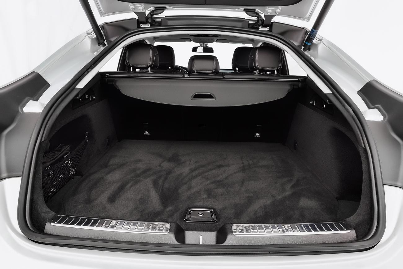 O porta-malas tem capacidade de 645 litros