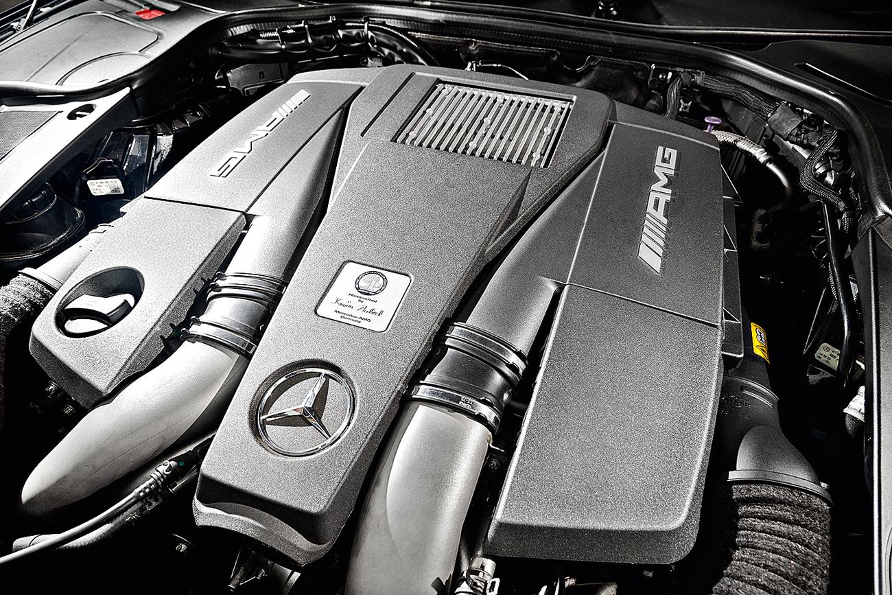 O V8 5.5 biturbo produz 585 cv e 91,8 mkgf