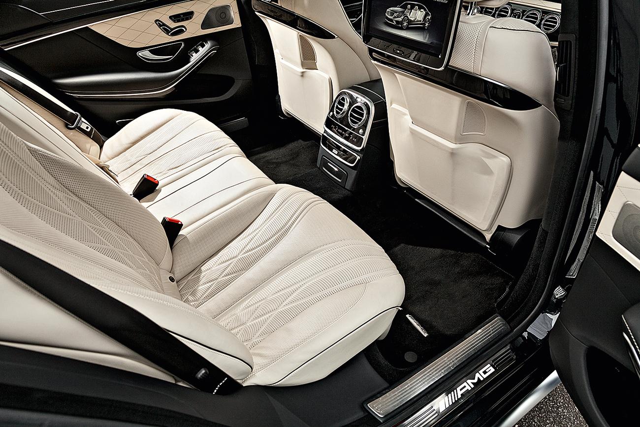Dono do maior espaço interno na parte de trás, Classe S vem com bancos com aquecimento, ventilação e massagens