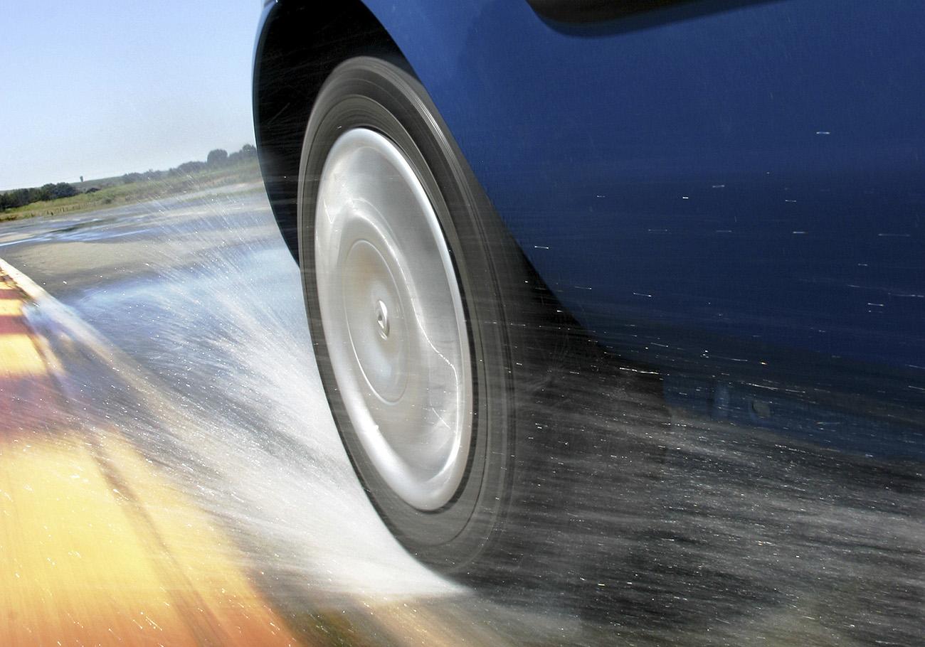 Na chuva, os pneus remold têm performance inferior