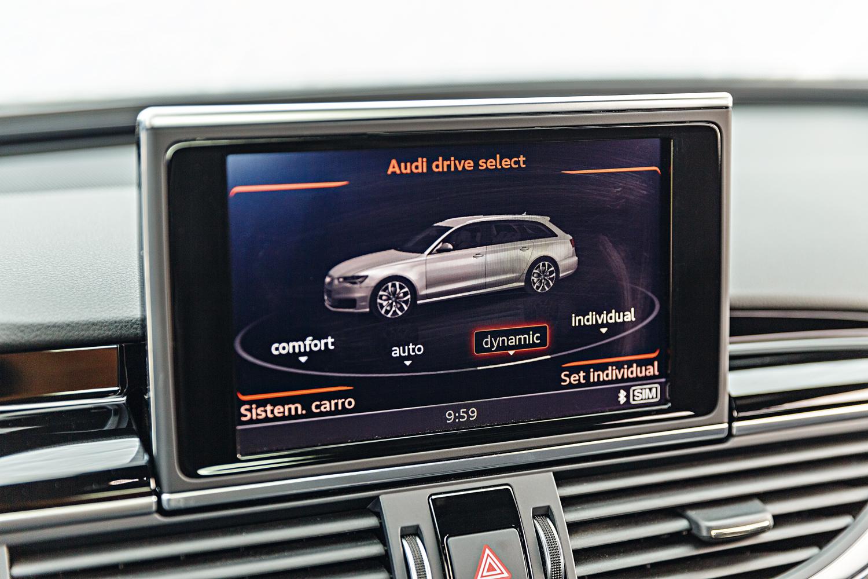 O motorista pode escolher entre quatro modos de condução