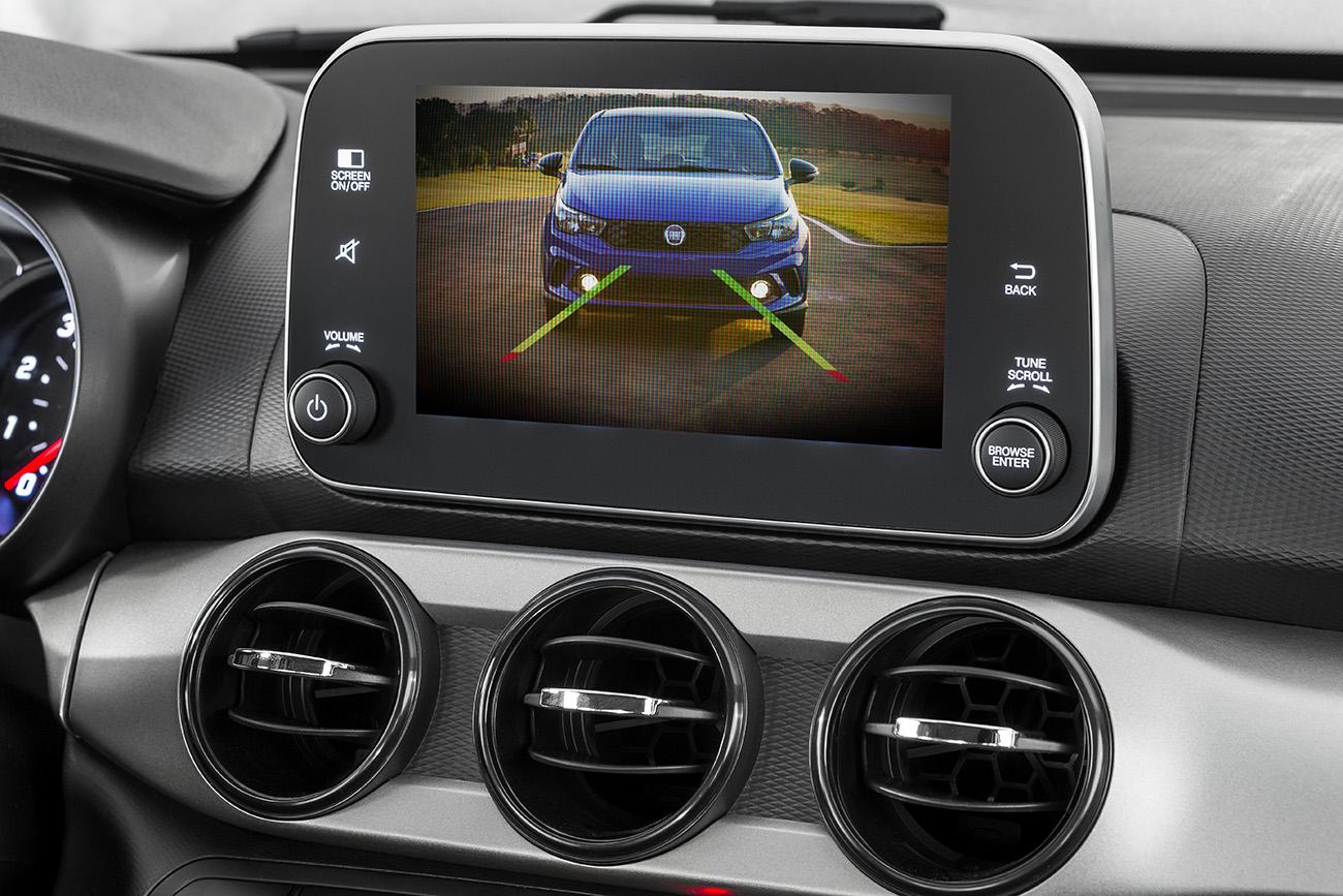 Câmera de ré é vendida junto com sensor de estacionamento, por R$ 1.200