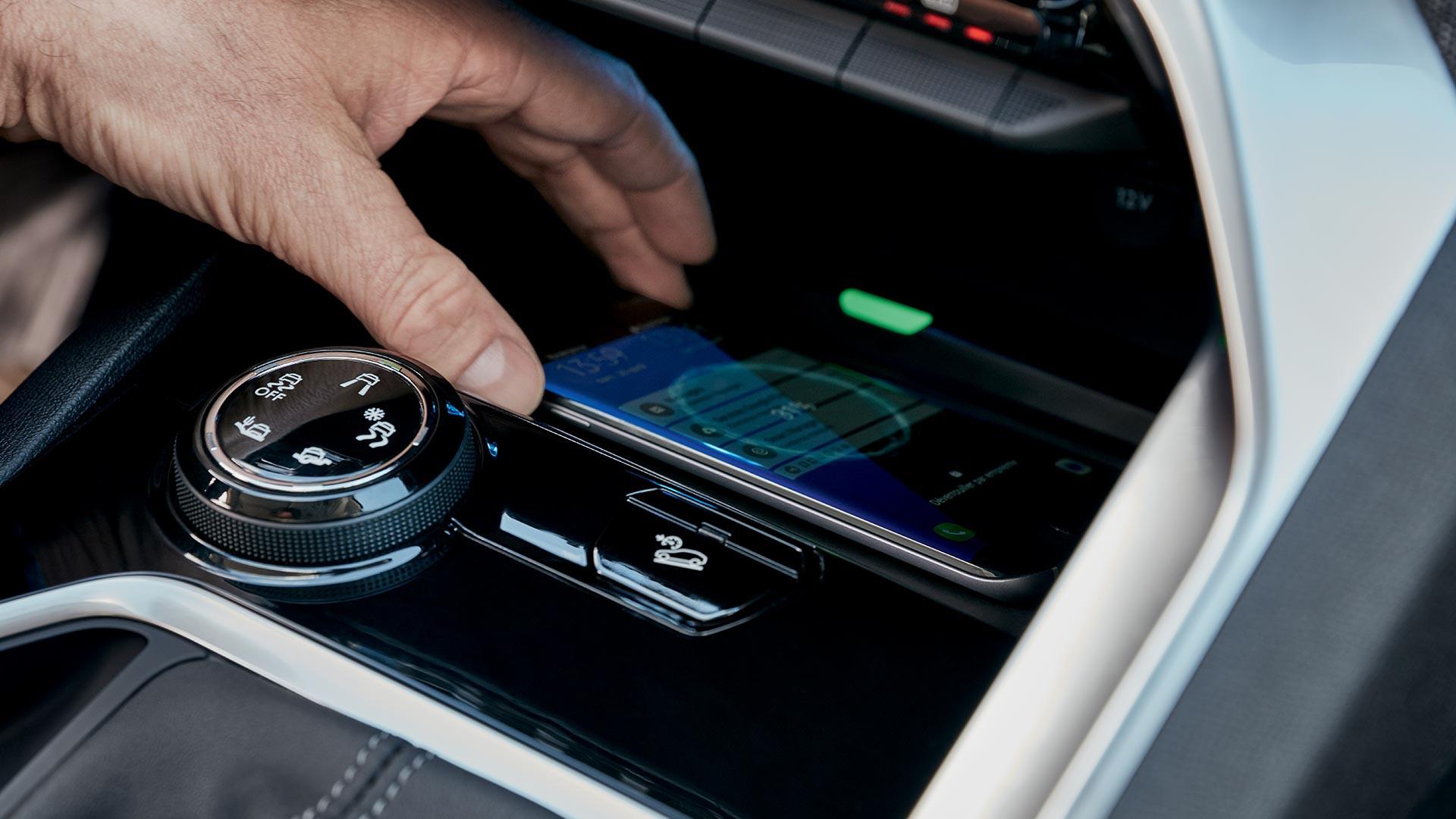 Carregador de smartphones por indução faz parte do pacote