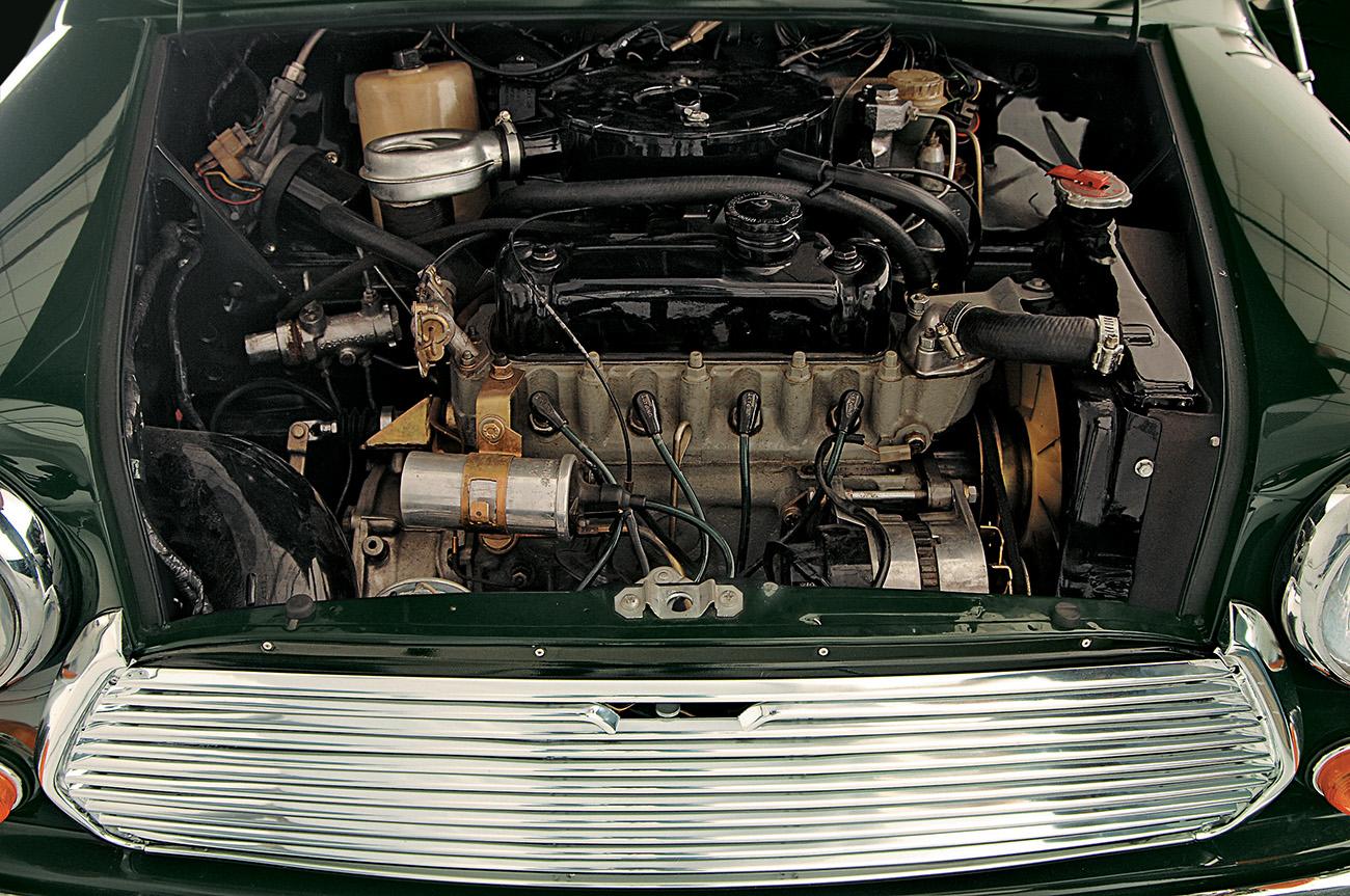Motor transversal, estrutura monobloco e suspensão indepente eram novidades na época